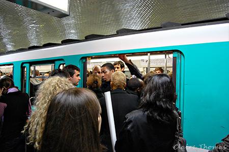 crowded Paris metro