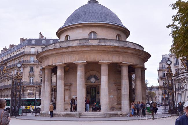 Paris Parc Monceau rotunda