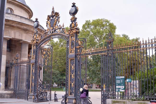 Paris Parc Monceau entrance