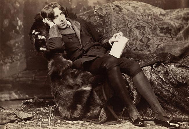 Oscar Wilde lounging with Poems