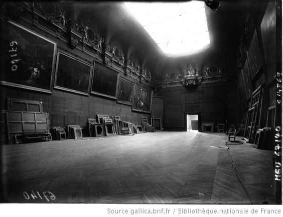 Louvre Empty WW2